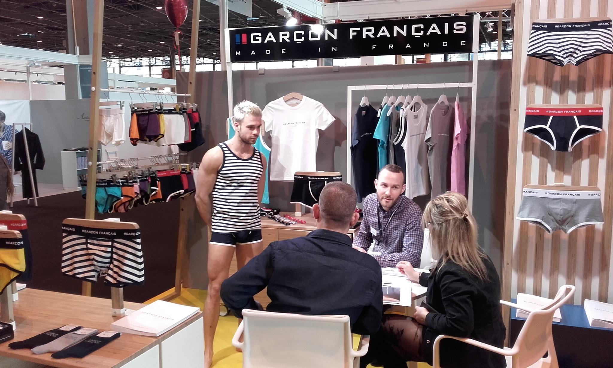 Salon international lingerie gar on fran ais for Salon international lingerie